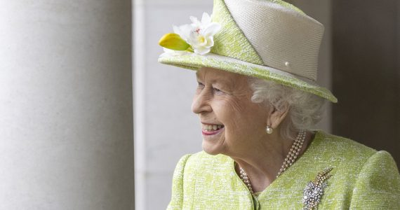 Reina Isabel II vacunada