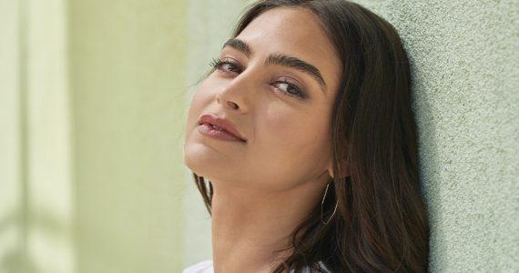 Melissa Barrera nueva embajadora Clinique