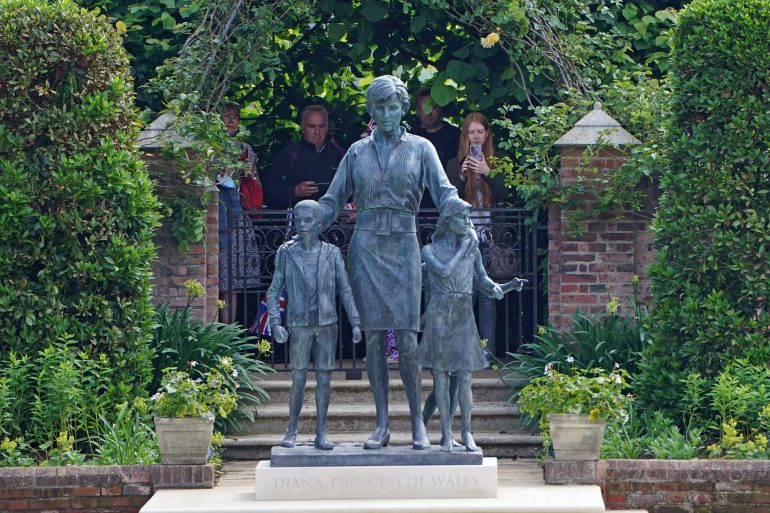 el atuendo de la estatua de Diana