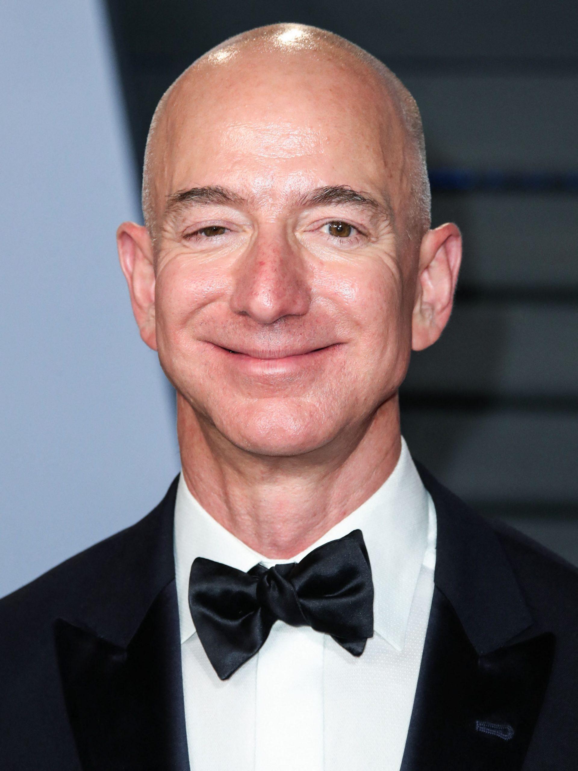 Jeff Bezos ya no es el director operativo de Amazon
