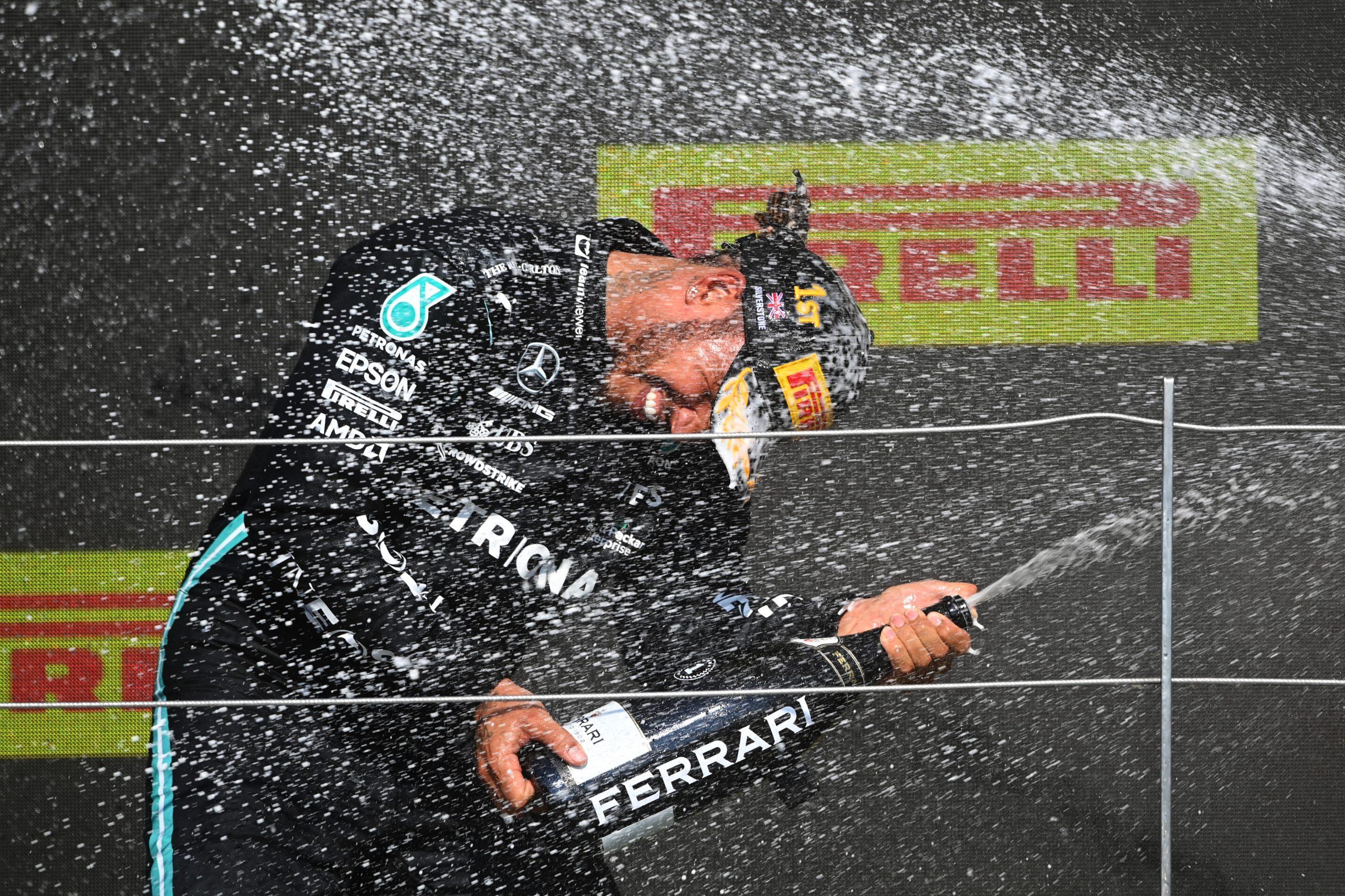 Lewis Hamilton es víctima de insultos racistas